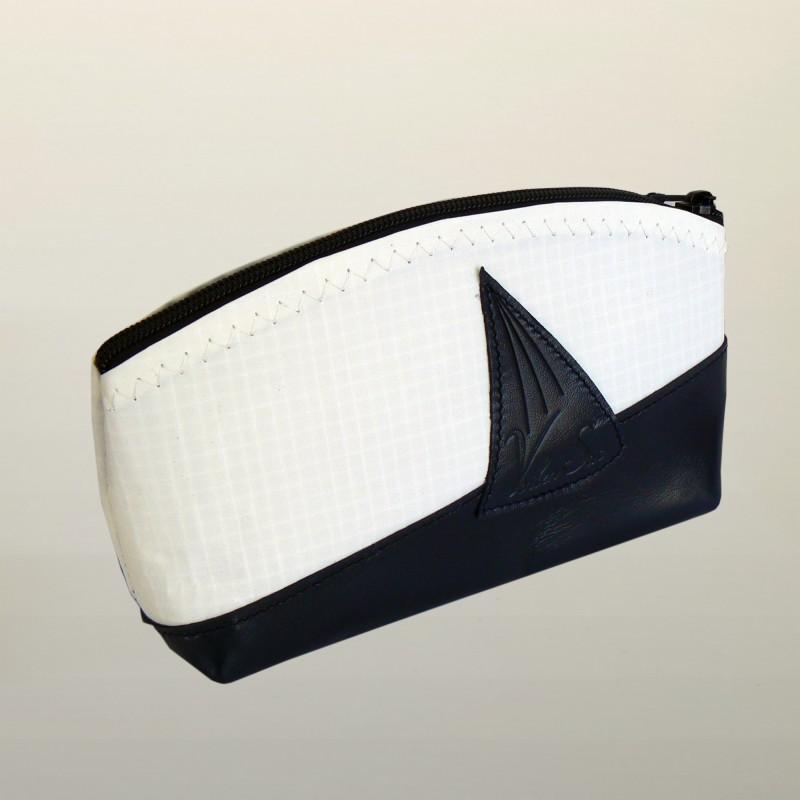 petite trousse de toilette en voile de bateau et cuir de millau bleu marine. Black Bedroom Furniture Sets. Home Design Ideas
